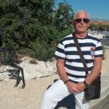 ANDRE, 72 ansTroyes, France