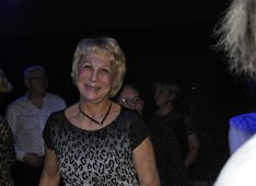 Kina, 70 ans, hétérosexuel, Femme, Wavre, Belgique